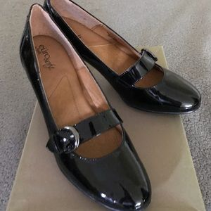 Euro soft patent leather shoes